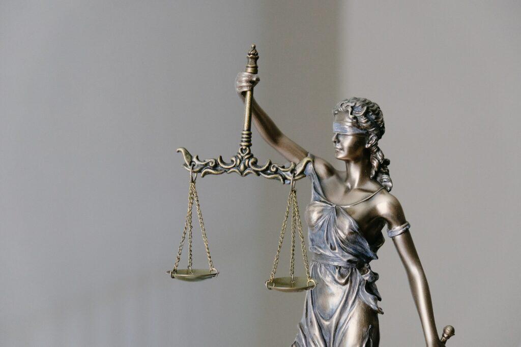 Право и судебное администрирование
